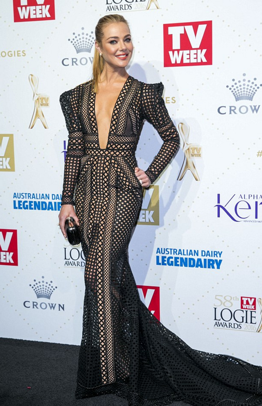 Jessica Marais stunned in J'Aton Couture